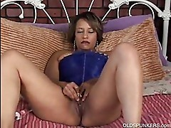 Beautiful black MILF has a fat ju...
