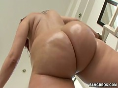 Kelly Divine's phat ass will make any grown man cry