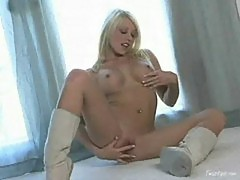 Shawna lenee masterbating to music by burning aries